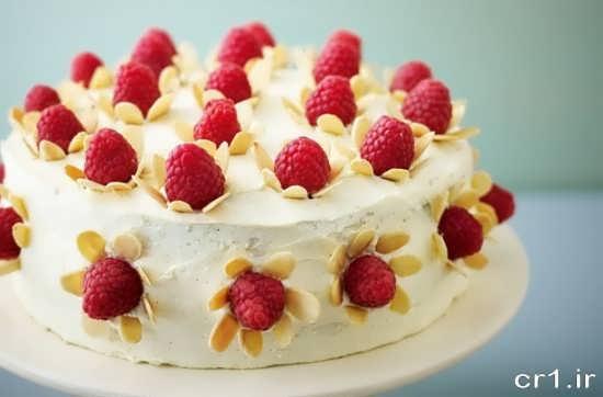 تزیین کیک خانگی با توت فرنگی