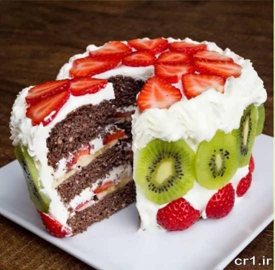 تزیین کیک با کیوی و توت فرنگی