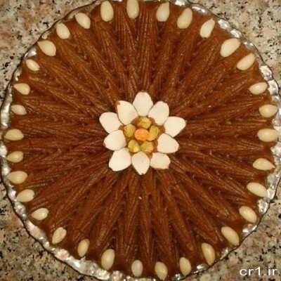 تزیین حلوا با شیره انگور