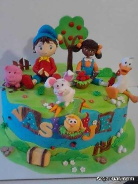 کیک زیبا شده با طرح کودکانه