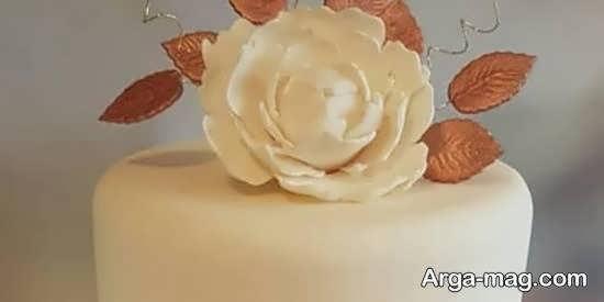 کیک مزین با گل