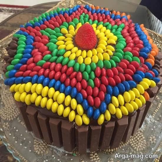 تزیین کیک با شکلات رنگی